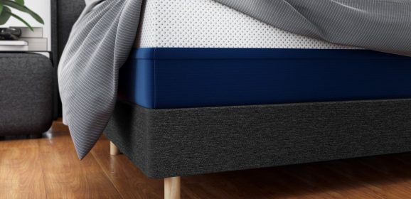 What are the tell-tale signs that a mattress is due for replacement?